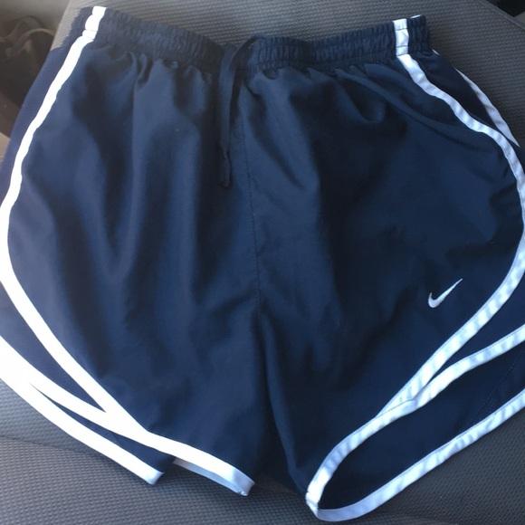 4df58f0f2b85a Women's Nike tempo shorts- NAVY